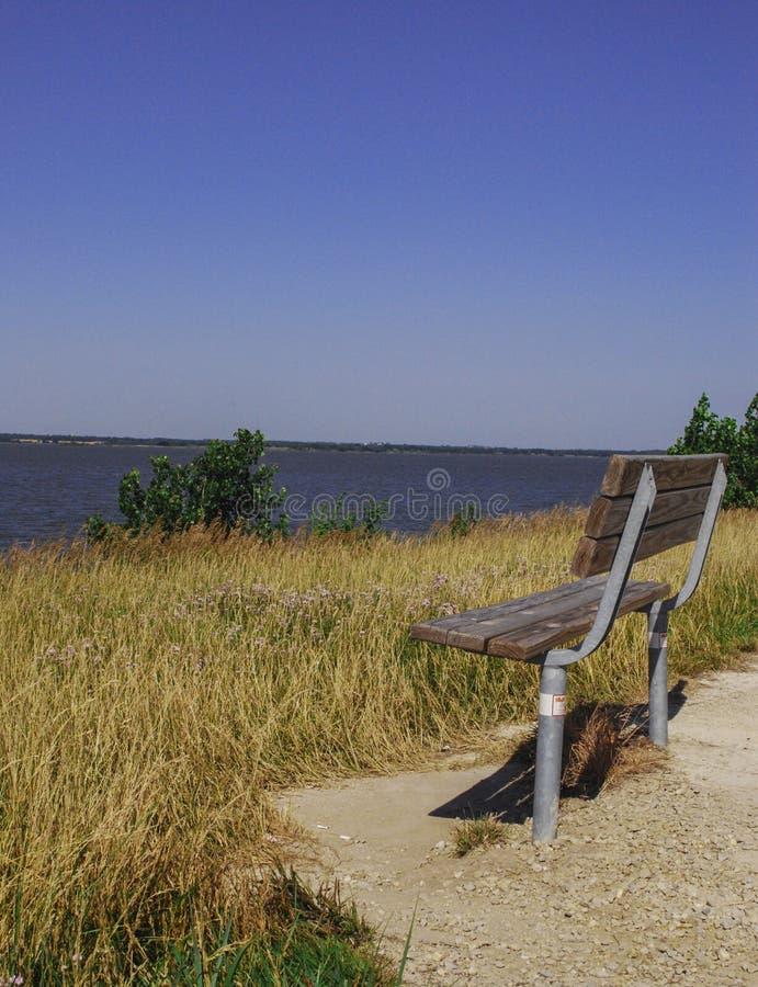 Ławka przy Milford jeziorem zdjęcia royalty free
