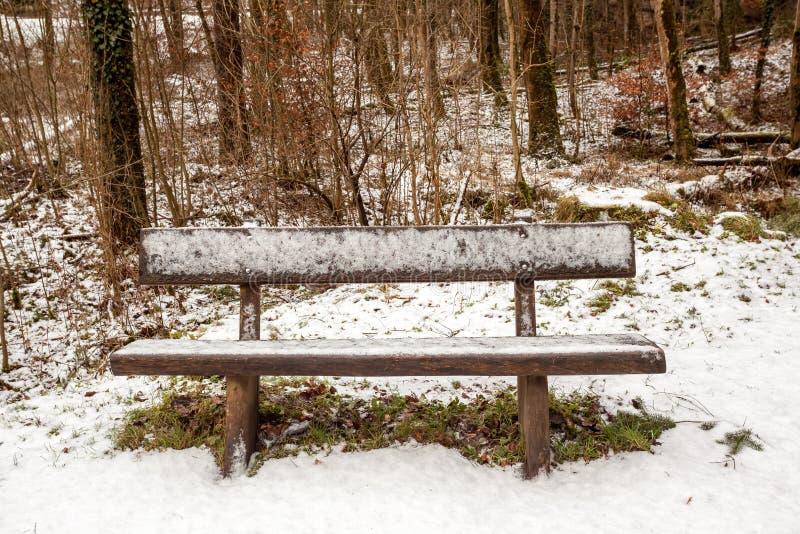 Ławka w śniegu obraz stock