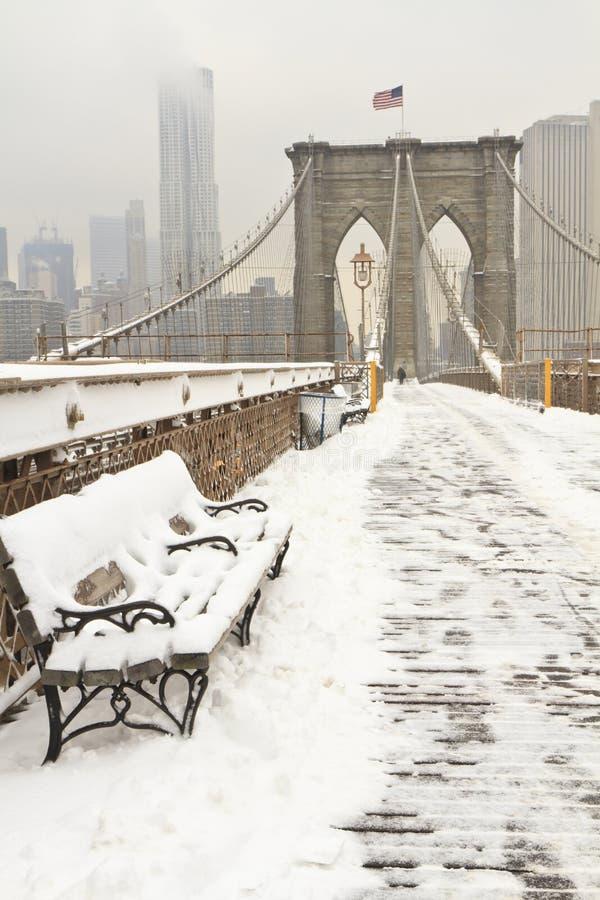 ławki bridżowy Brooklyn śnieg fotografia stock