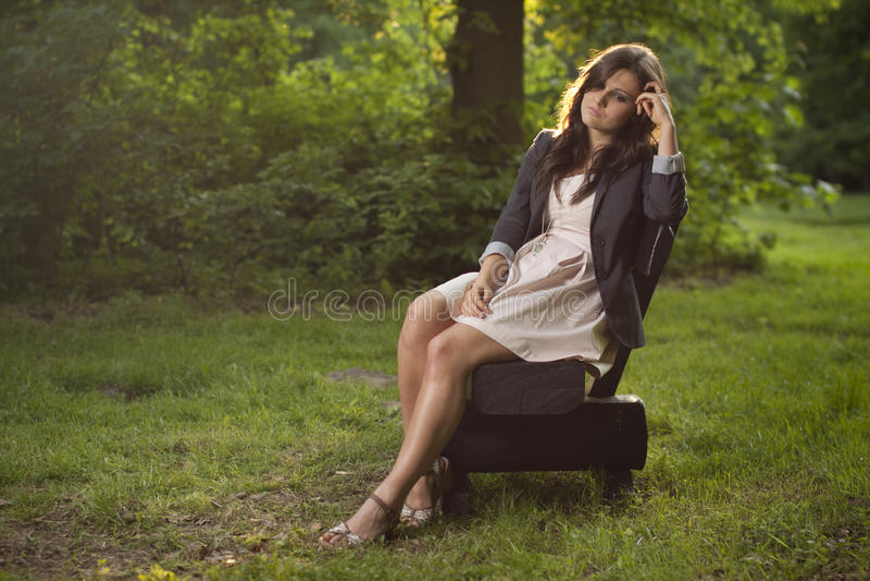 ławki głębokiego dziewczyny parka siedzące myśli obraz royalty free