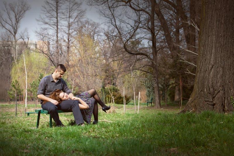 ławki pary zmysłowy spokojny zdjęcie stock