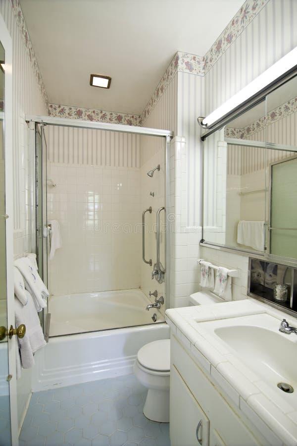 łazienka przestarzała obrazy stock
