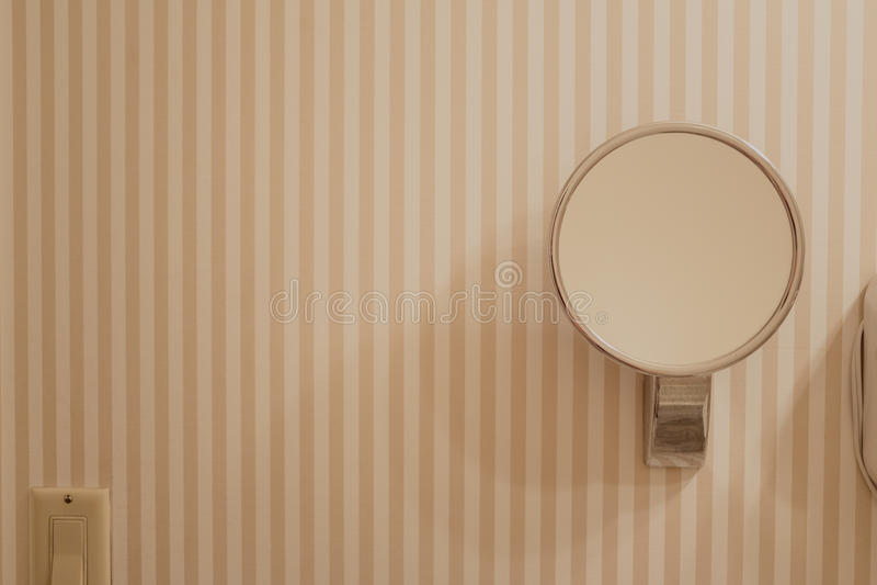 Łazienki lustro na ścianie fotografia stock