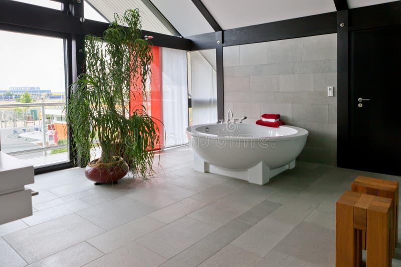 łazienki nowożytny piękny wewnętrzny obraz stock