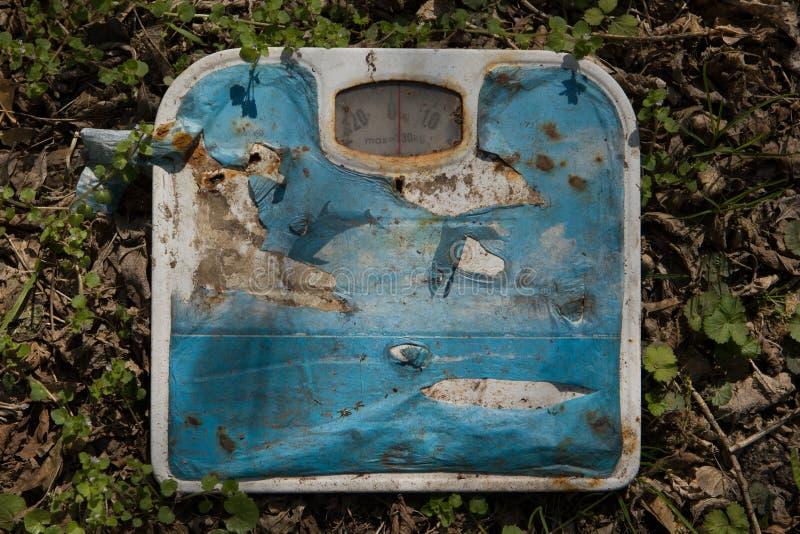 Łazienki skala - stary ciężar zdjęcie stock