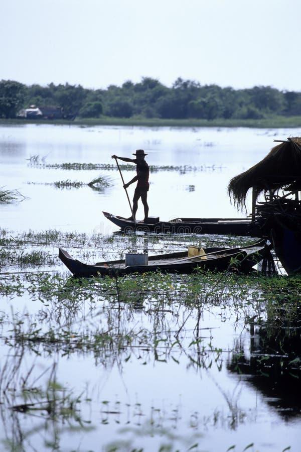 łodzi Cambodia połowu jeziorny aproszy tonle fotografia royalty free