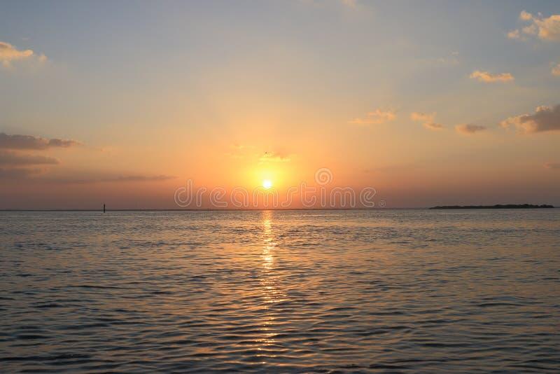 łodzi jutrzenkowy żeglowania seascape statku wschód słońca zdjęcie royalty free