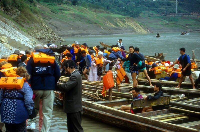 łodzi rzeki turyści zdjęcia royalty free