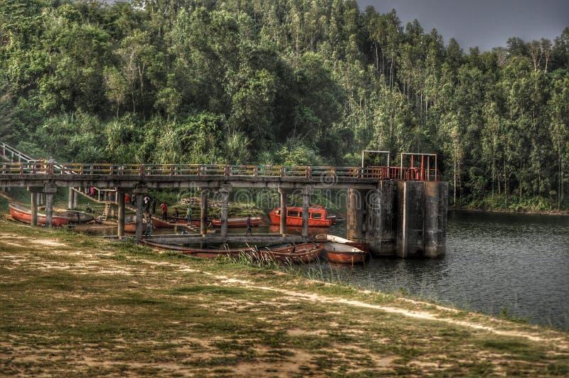 Łodzie i most obrazy stock