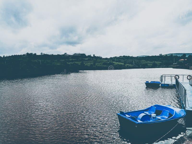 Łodzie, jeziora, morza i brzeg, obrazy royalty free