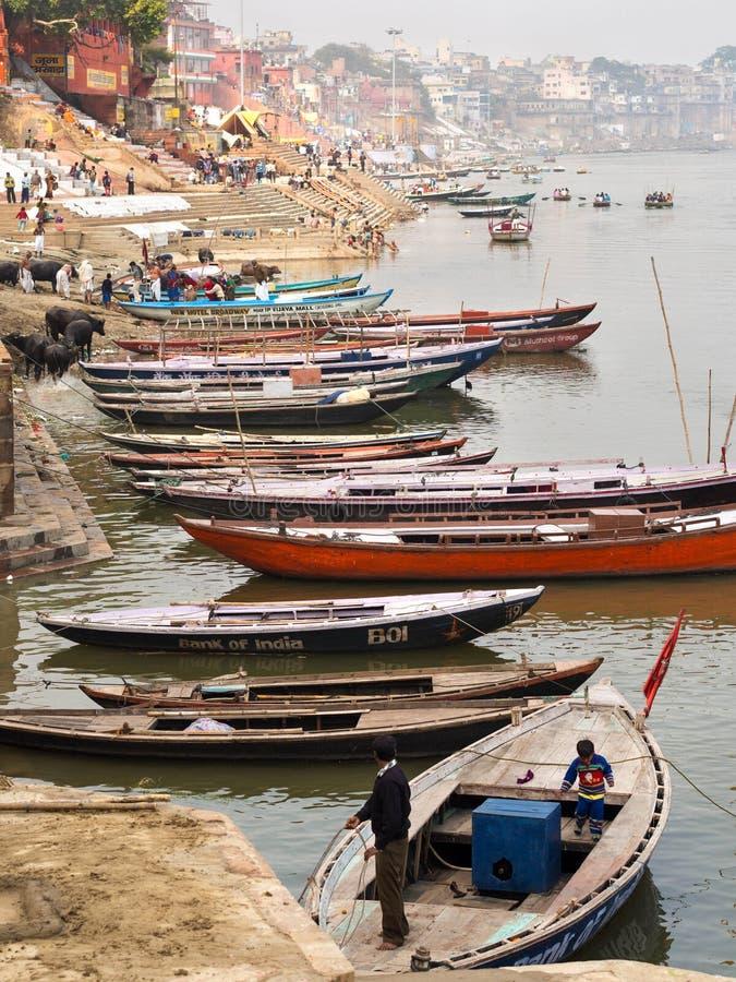 Łodzie na Ganges rzece w Varanasi, Uttar Pradesh, India obraz royalty free