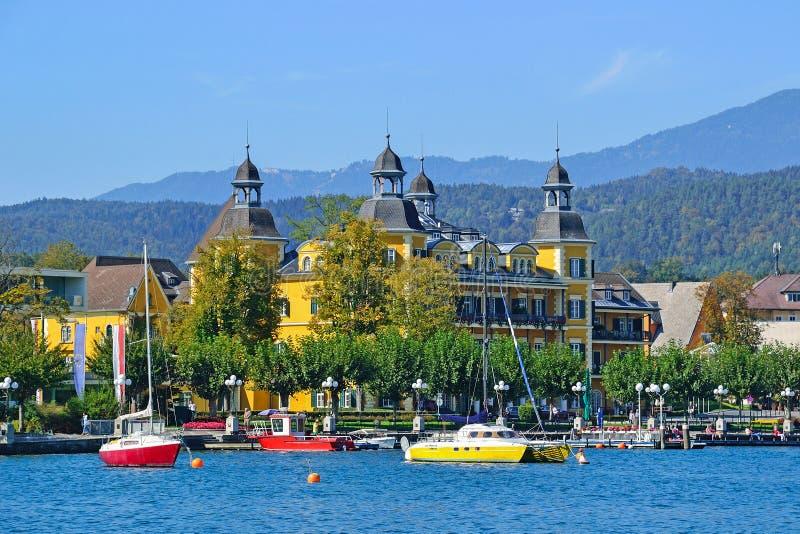 Łodzie na jeziornym Worth w Austria obrazy stock