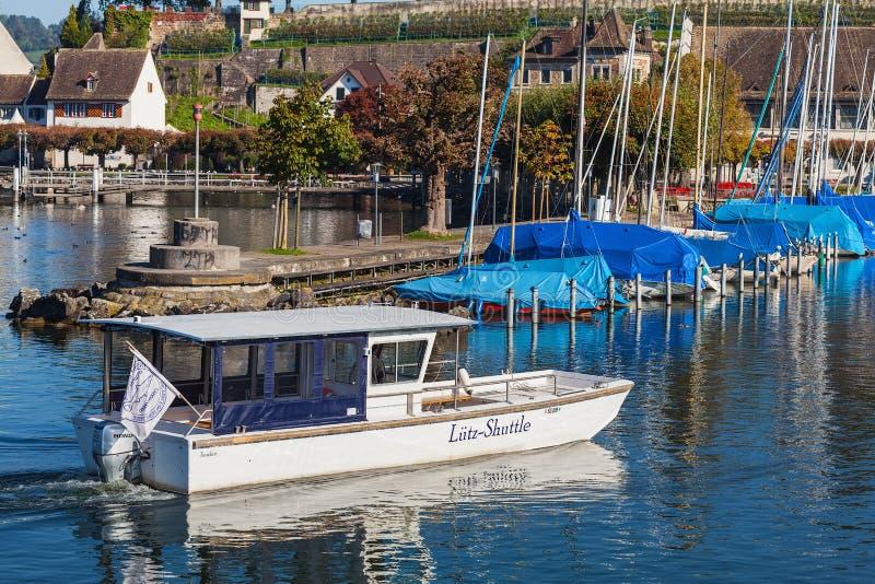 Łodzie na Jeziornym Zurich w miasteczku Rapperswil obraz stock
