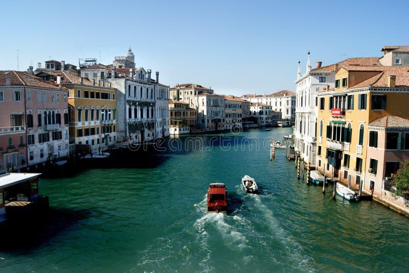 Łodzie na kanał grande w Wenecja obrazy stock