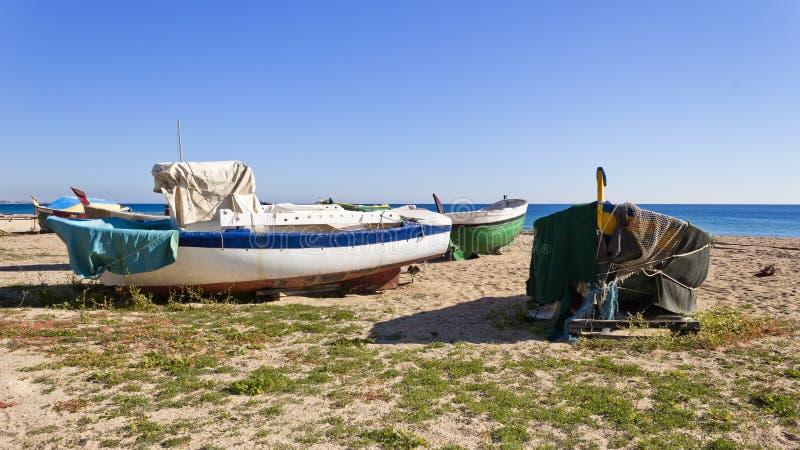 Łodzie na plaży obrazy stock