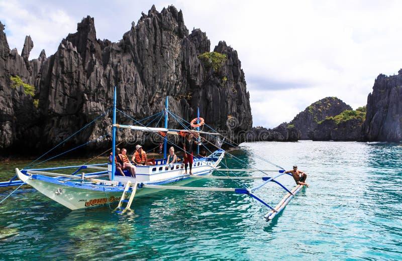 Łodzie na plaży El Nido, Filipiny fotografia royalty free