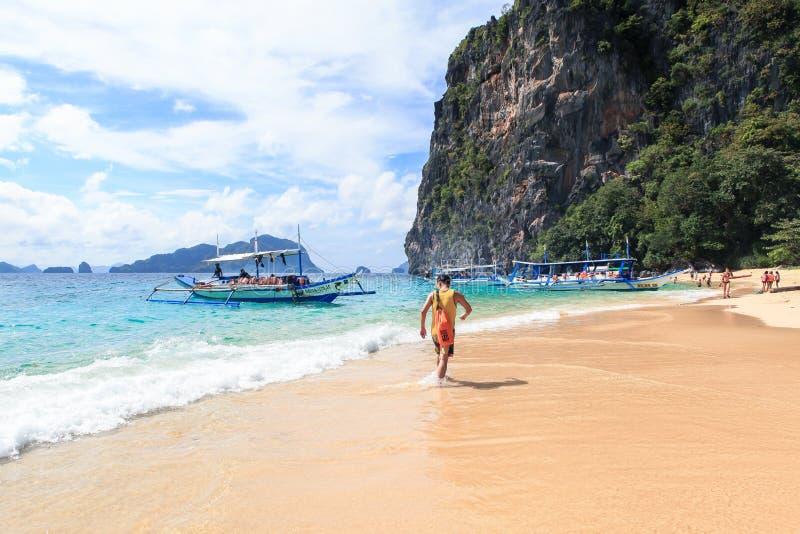 Łodzie na plaży El Nido, Filipiny fotografia stock