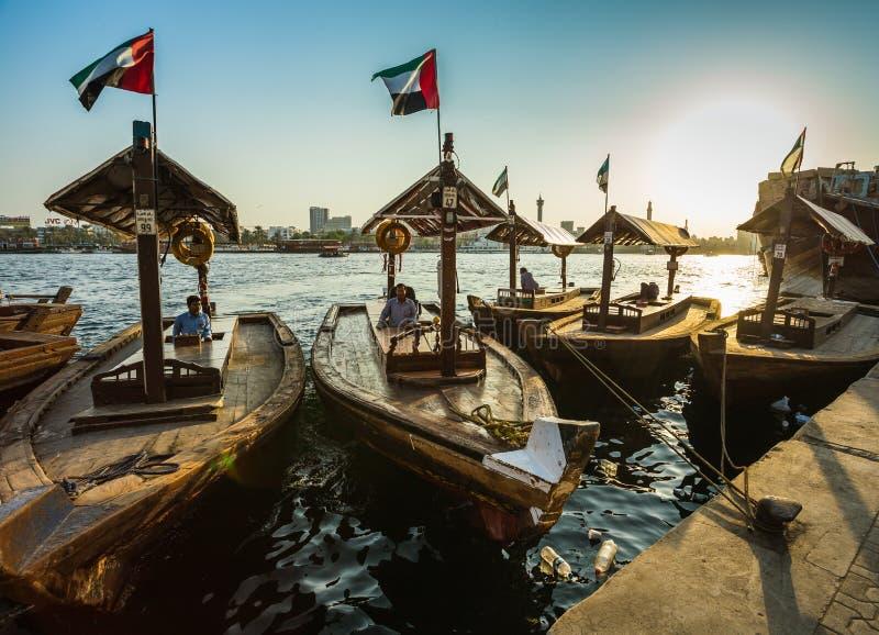 Łodzie na Podpalanej zatoczce w Dubaj, UAE fotografia royalty free