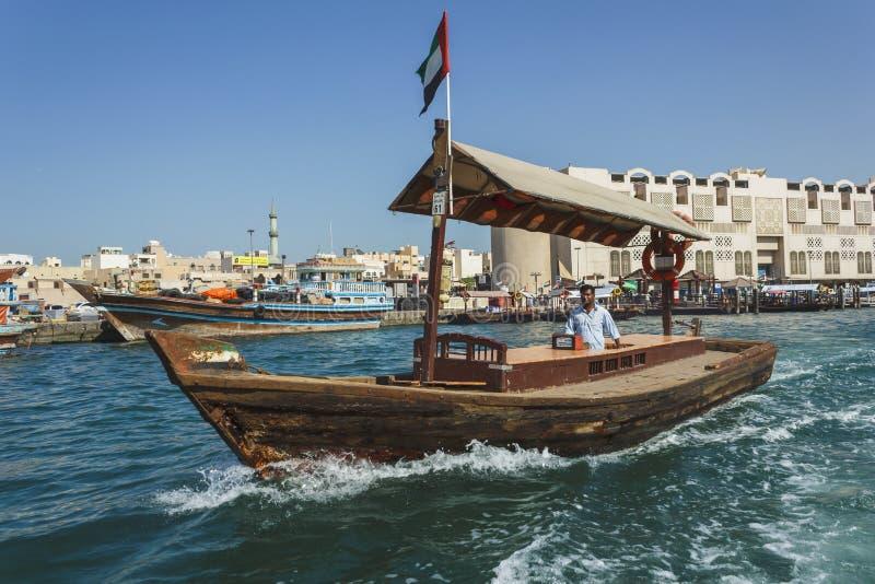 Łodzie na Podpalanej zatoczce w Dubaj, UAE zdjęcie royalty free