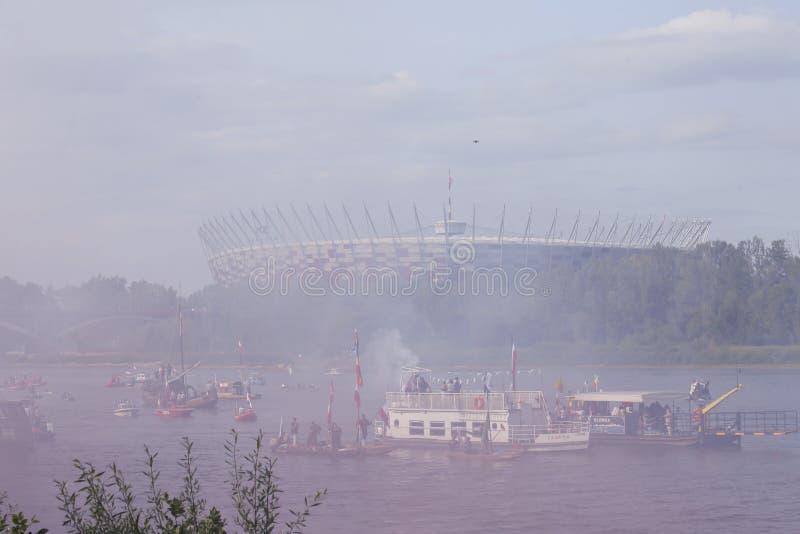 Łodzie na rzecznym Vistula w Warszawa podczas świętowania 75th rocznica Warszawski powstanie zdjęcia stock