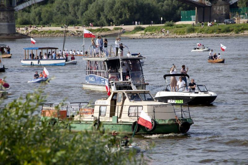 Łodzie na rzecznym Vistula w Warszawa podczas świętowania 75th rocznica Warszawski powstanie zdjęcie stock