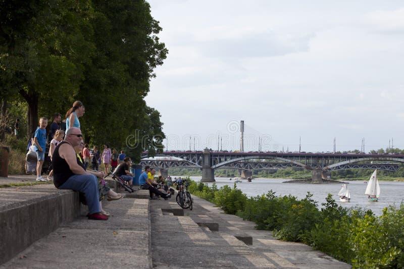 Łodzie na rzecznym Vistula w Warszawa podczas świętowania 75th rocznica Warszawski powstanie obrazy royalty free