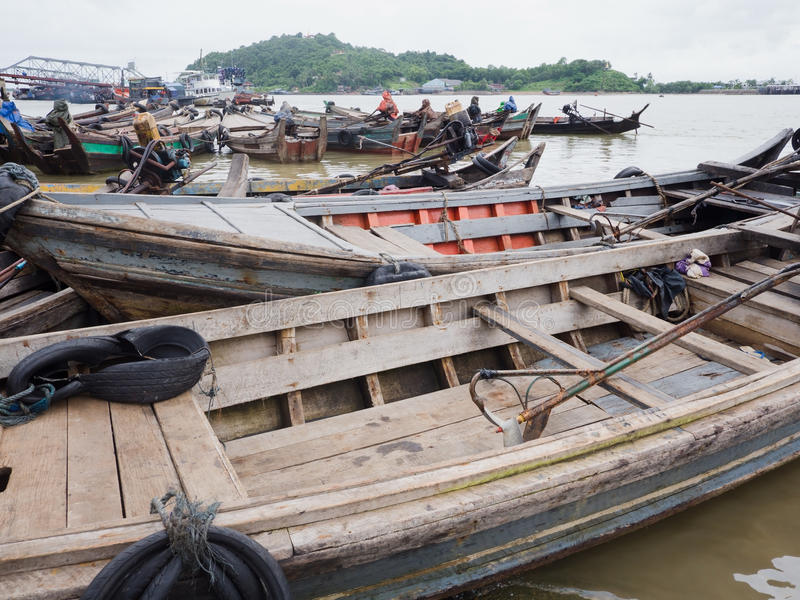 Łodzie przy schronieniem Myeik, Myanmar fotografia stock