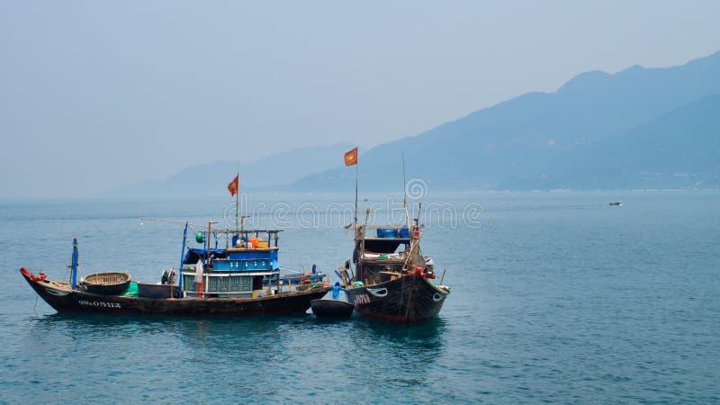 Łodzie rybackie czekać na noc połów Wietnam Hoi, da nang Cu Lao Cham obraz royalty free