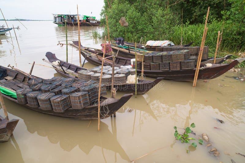 Łodzie rybackie na Ywe rzece w Myanmar obrazy stock