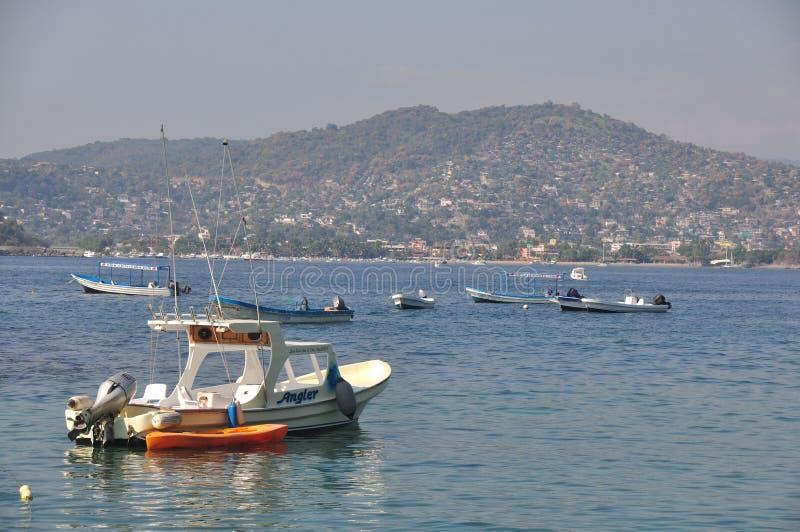 Łodzie Rybackie na Zihuatanejo zatoce fotografia stock