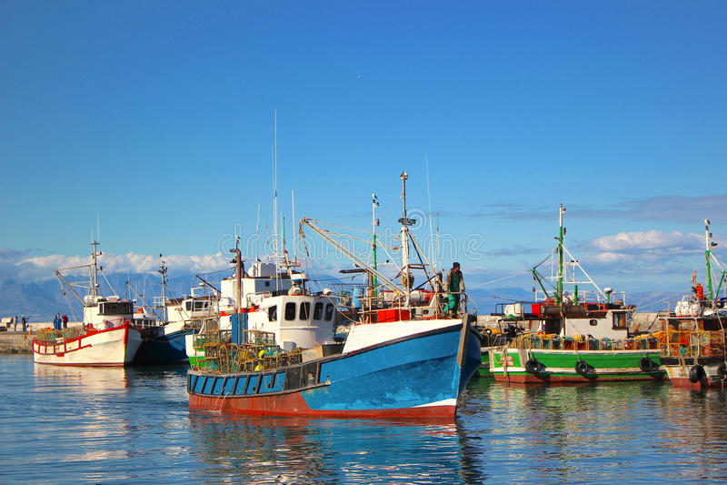 Łodzie Rybackie przy Kalka zatoki schronieniem zdjęcia royalty free