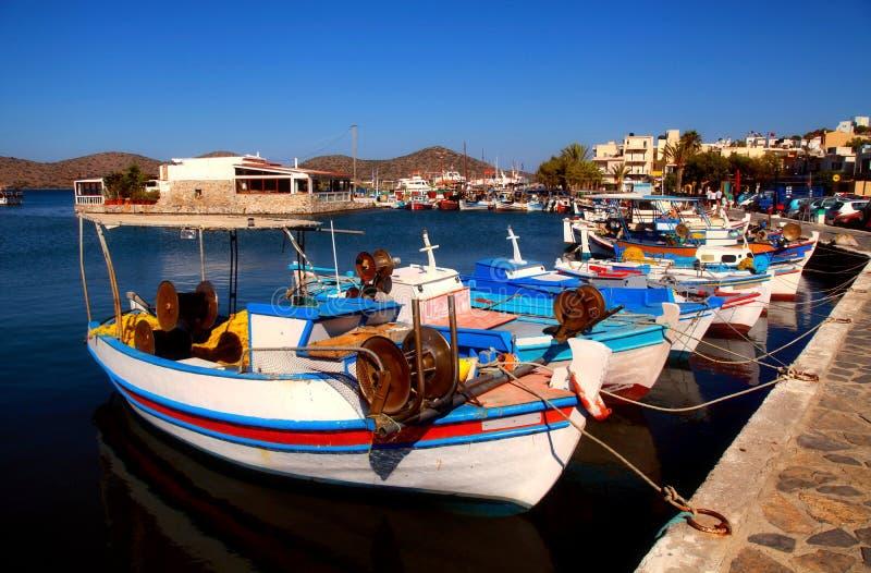 Łodzie rybackie w Elounda (Crete Grecja,). obraz stock