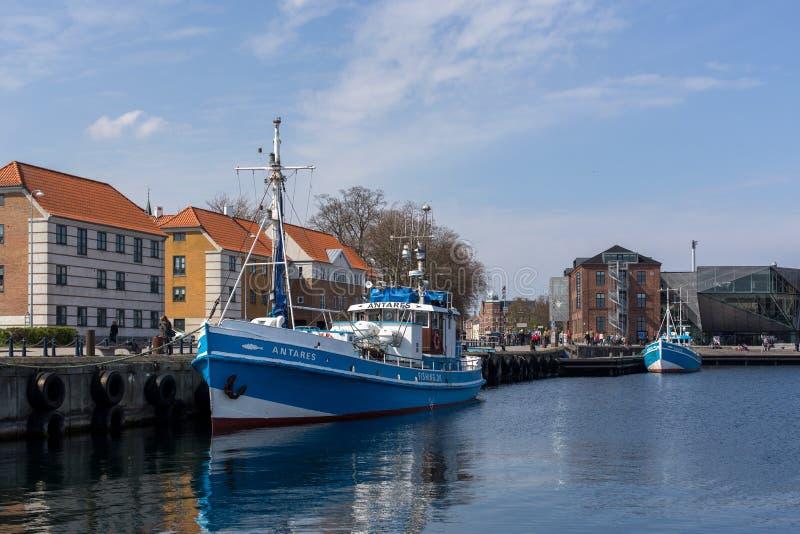 Łodzie rybackie w porcie Helsingor, Dani obrazy stock