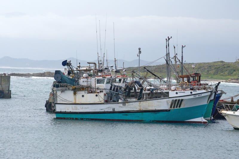 Łodzie rybackie w schronieniu zdjęcia royalty free