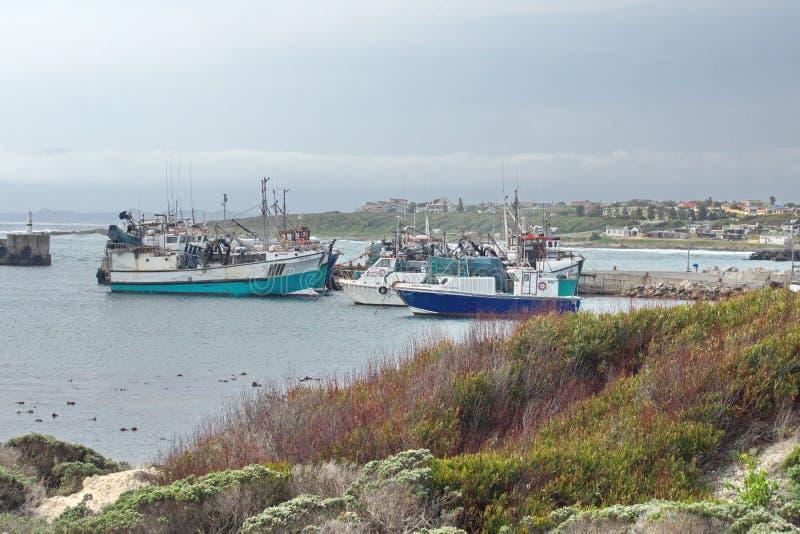 Łodzie rybackie w schronieniu obrazy royalty free