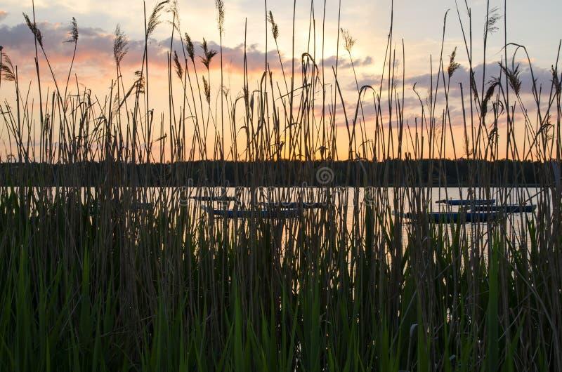 Łodzie w jeziorze fotografia stock