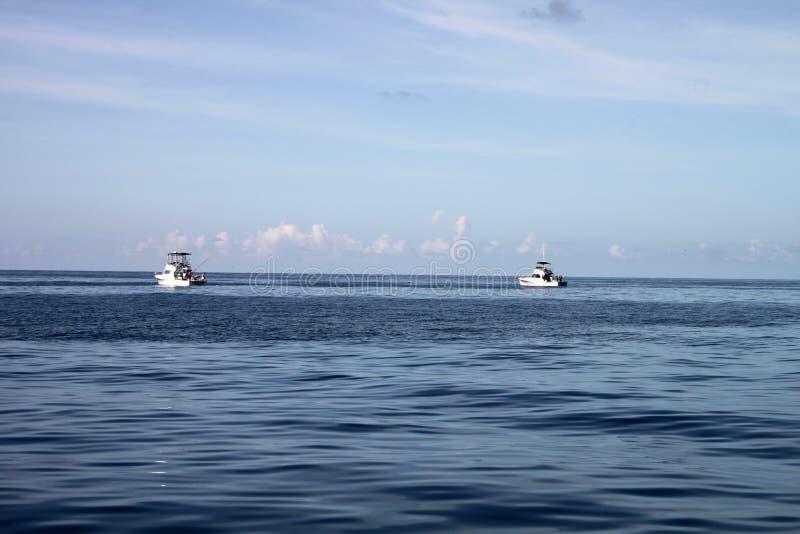 łodzie zgłębiają połowu morze fotografia stock