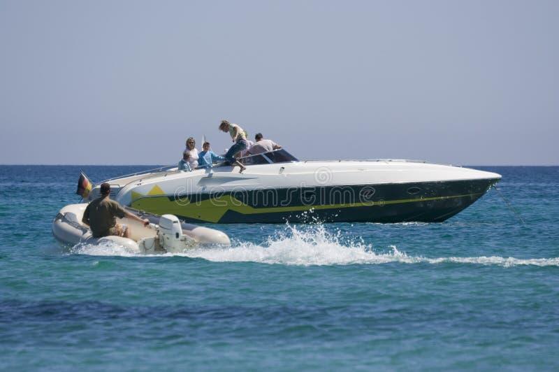 łodzie zmienia rodziny zdjęcia stock