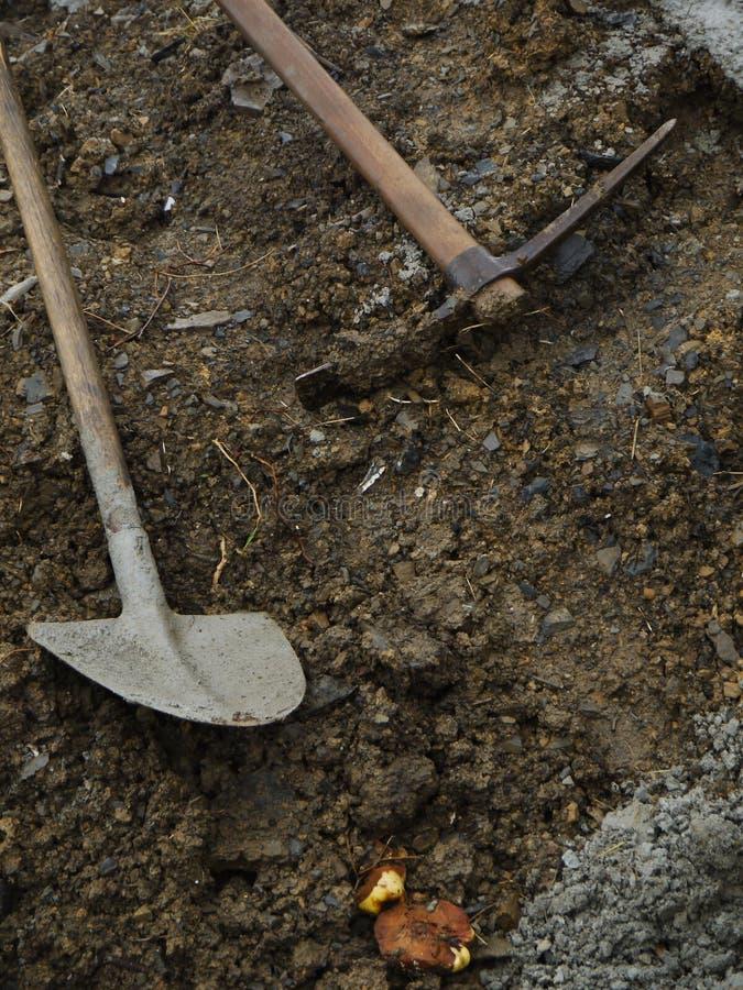 Łopaty w piasku obrazy stock