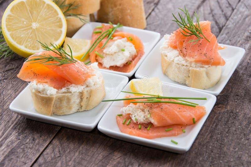 Łosoś i Horseradish na Baguette obraz stock