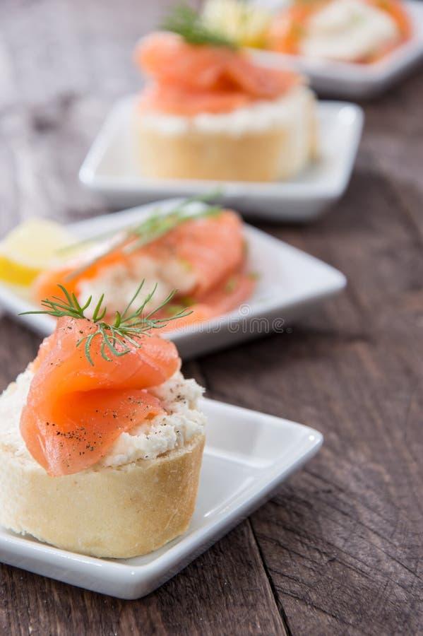 Łosoś i Horseradish na Baguette obrazy royalty free