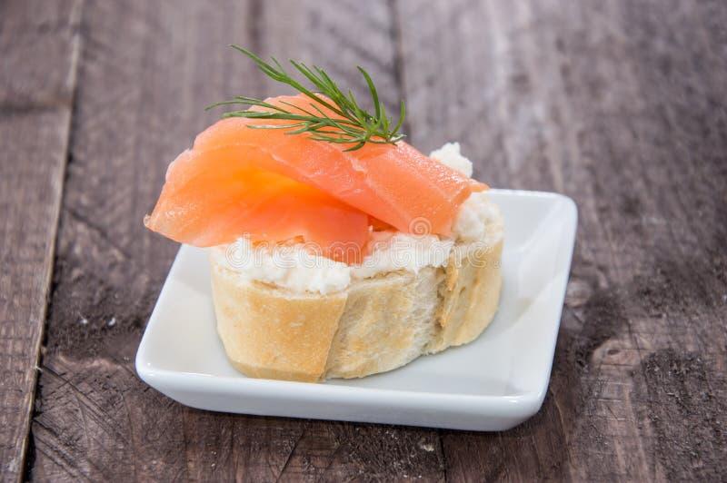 Łosoś i Horseradish na Baguette obraz royalty free