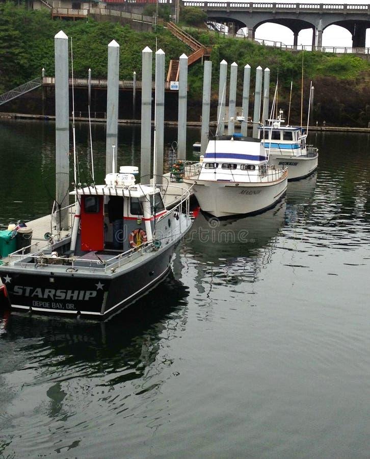 Łososia i dorsza statusu handlowe łodzie rybackie fotografia stock
