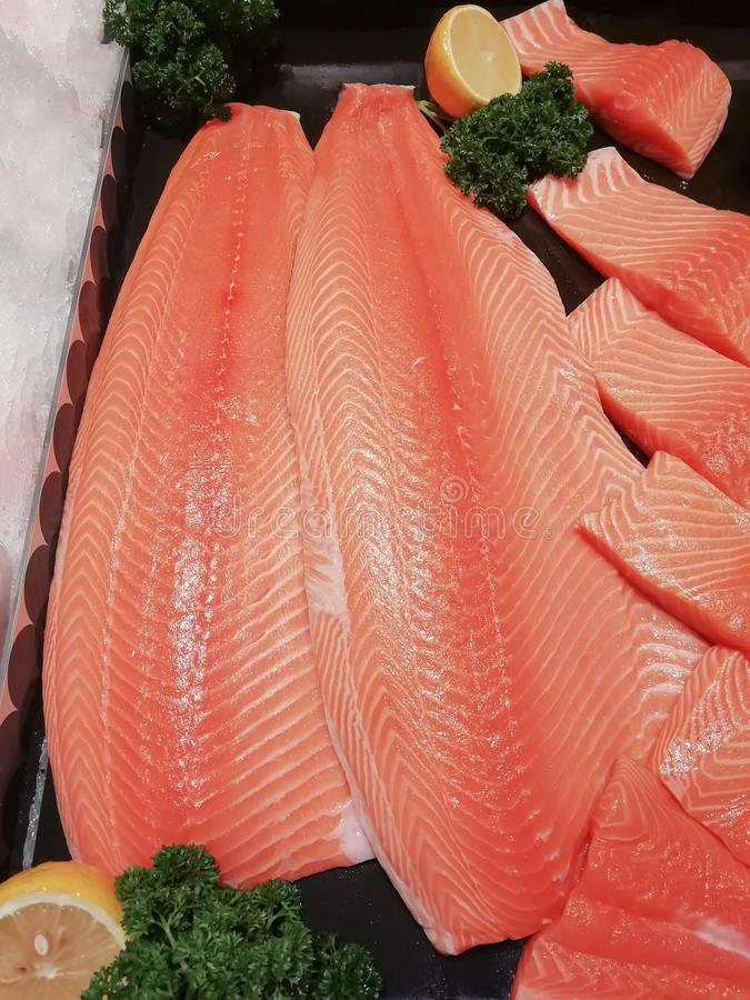 Łososia jedzenia rybi Japoński cięcie w kawałki zdjęcia stock