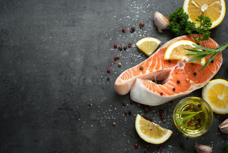 1 łososia surowy stek obraz stock