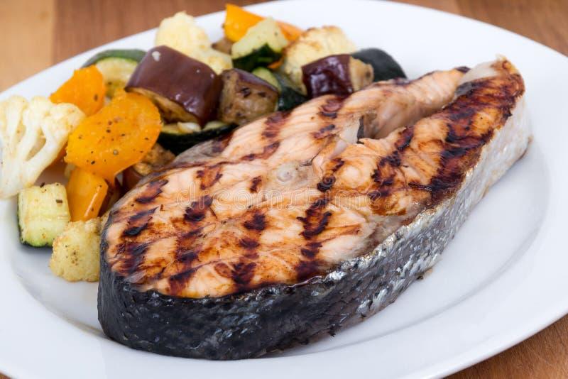 Łososiowy rybiego stku posiłek z warzywami obraz stock