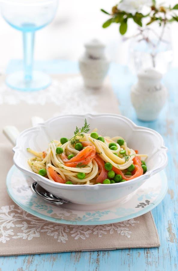 łososiowy spaghetti obrazy royalty free