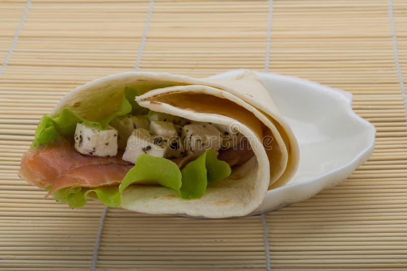 Łososiowy tortilla fotografia royalty free