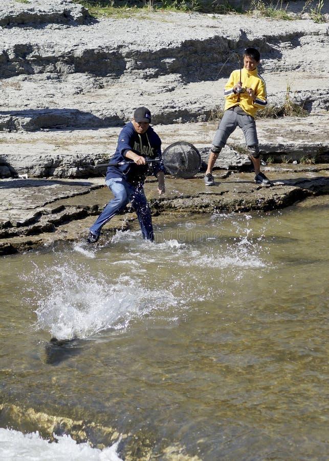 Łowić dla łososia na Ganaraska rzece obraz royalty free