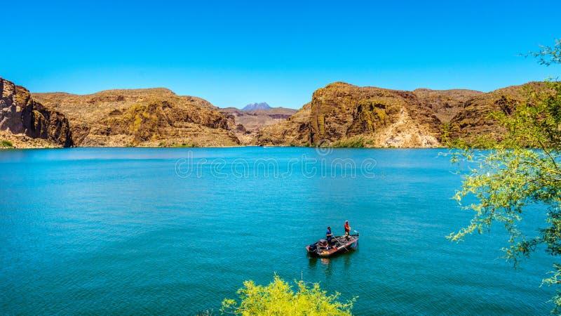 Łowić na Jar jeziorze w Pustynnym krajobrazie Tonto las państwowy obraz stock